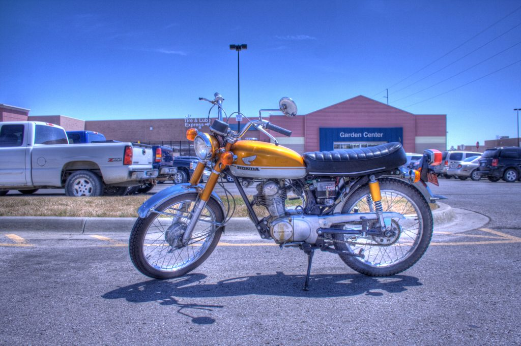 1971_Honda_CB100_shift_side